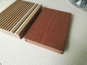 Um deck Ocox Solid WPC Composite Flooring