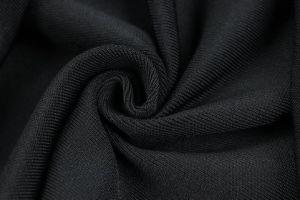 スリットによって合われるCamiの包帯のスカイブルーの服