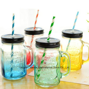 Jarra de agua potable de color la botella de cristal con tapa y asa