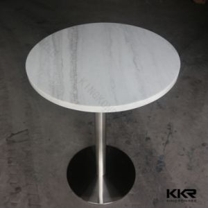白い円形の現代固体表面のダイニングテーブルセット