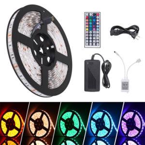 Indicatore luminoso di striscia cambiante Colourful di RGB LED, 44 tasti IR Controler a distanza, alimentazione elettrica con il contenitore di bolla