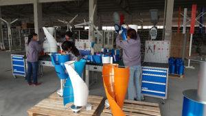 generatore di energia eolica di inizio del sistema 12/24V 2m/S dell'indicatore luminoso della strada di uso della casa della turbina di vento 400W mini