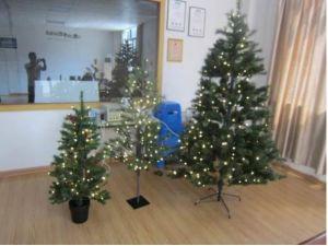 Los árboles de navidad con luz LED de la inspección in situ