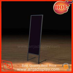 Specchio fissato al muro incorniciato condizione libera di modo per spogliatoio