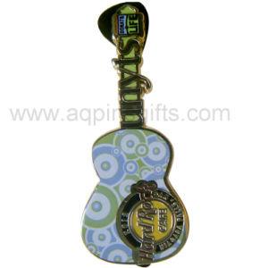 Abzeichen Berufshersteller-hartes Decklack-Reverspin-Gitar (029)