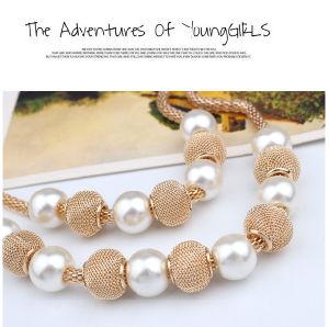 Monili a più strati di istruzione del costume delle donne della collana della perla del Choker di colore dell'oro di modo