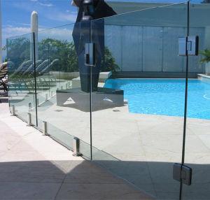 手すりが付いている台地のステンレス鋼316デザイン栓のガラス柵