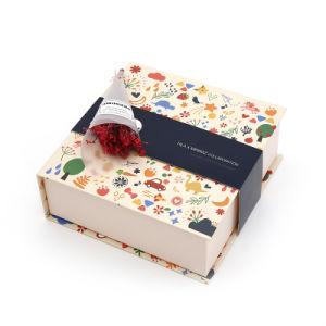 Flat Pack impreso personalizado Papel cartón plegable Chocolate ropa joyas vino cosméticos Perfume Toy Watch Embalaje de regalo Caja con cinta y cierre magnético