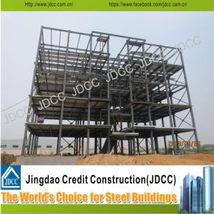 La estructura de acero de varios pisos el edificio del Hotel