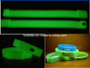 The Dark 2GB Silicone Bracrlet USB Flash Sticks에 있는 놀