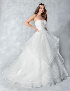 Vestido de casamento Strapless do vestido de esfera de Organza com saia das camadas