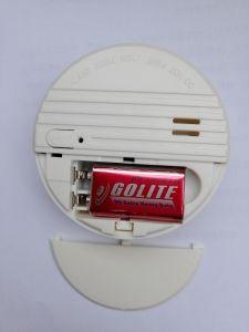 ブザーが付いている良質9Vの電池式の火災報知器の探知器