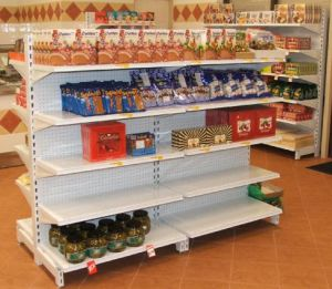 Scaffalatura del supermercato della gondola