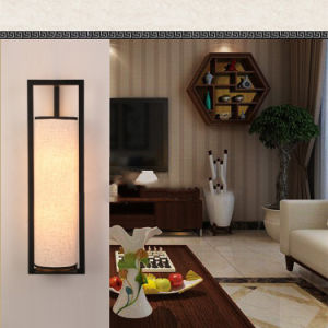 A índia estilo decorativo tradicional casa interior acende as luzes de parede