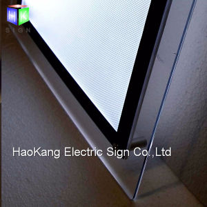 壁に取り付けられた広告の水晶額縁アクリルLEDのライトボックスの表示印