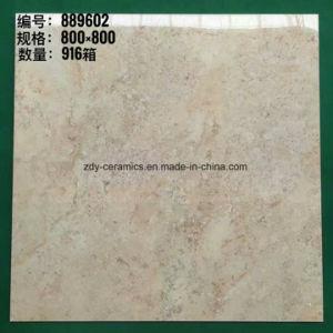 装飾的で完全な磨かれた艶をかけられた床張りの石造りのタイル