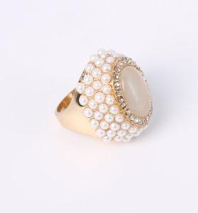 نمو مجوهرات حلقة مع أحجار زاويّة