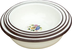 花のエナメルの洗面器か深い洗面器