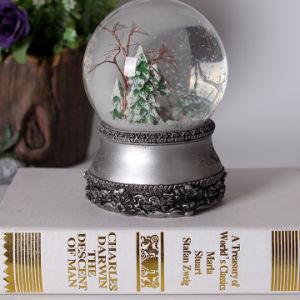 De aangepaste Bol van de Sneeuw van de Hars met Muziek voor Kerstmis Deco