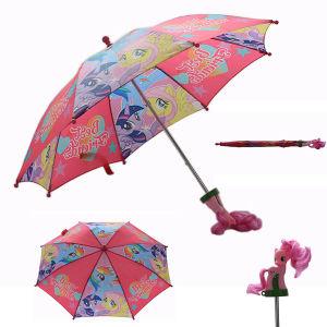 カートンは傘をからかう