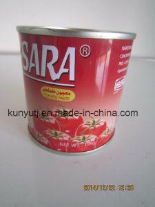 En lata 198 g de pasta de tomate con alta calidad