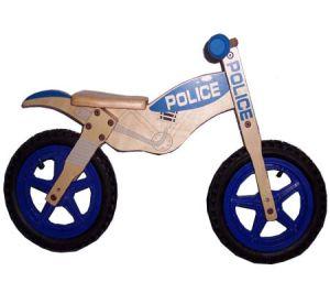 Diseño clásico en bicicleta a pie de madera