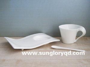 骨灰磁器のBd054の振整形コーヒーカップ・アンド・ソーサー