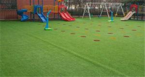 自然で快適な使用の幼稚園の装飾の柔らかい人工的な草