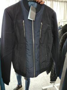 人の衣服のための有名なブランドの在庫の商品の方法Tシャツ、ワイシャツ、コートおよびズボン