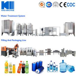 Минеральная вода заполнения машины на заводе минеральной воды источника питания производственной линии