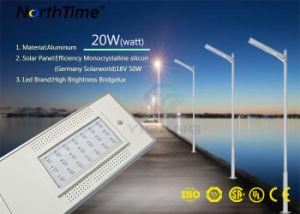 O LED de Energia Solar Luz de rua no exterior com a Alemanha Solarworld Painel Solar