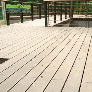 庭のSwimmimgの屋外のプールのためにスリップ防止木製のプラスチック合成のDecking
