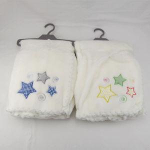 자수 연약한 Handfeel 채찍에 의하여 바느질되는 가장자리를 가진 Flannel 아기 담요