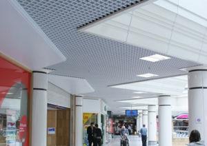 Grille métallique suspendue au plafond décoratifs en aluminium pour les stades de triangle