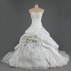 チャペルのトレインが付いている贅沢な恋人の夜会服のタフタのウェディングドレス
