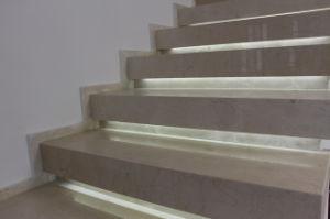 Mattonelle di marmo di marmo beige naturali della scala di crema