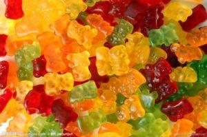 Caramella riempita centrale della vitamina della caramella della gelatina di figura dell'aereo di figura dell'orso che fa macchina