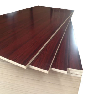 工場価格木製の家具のための性質の質の表面を持つ薄板にされたMDFのボード
