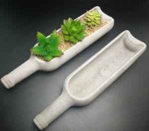 半分のワイン・ボトルの形づけられたセメントの植木鉢のセメント型の具体的な植木鉢の具体的な芸術のクラフトのセメントの庭プランター