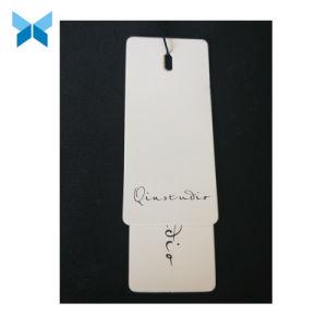 Neues Produkt-kundenspezifischer weißer Braunes PackpapierHangtag mit Dichtungs-Marke und Zeichenkette für Kleid