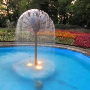 De Pijp van de Fontein van het Water van de Vorm van de Kristallen bol van de paardebloem