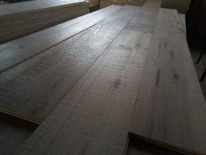 Marca de la mano aserrada raspó Ingeniería pisos de madera de roble gris