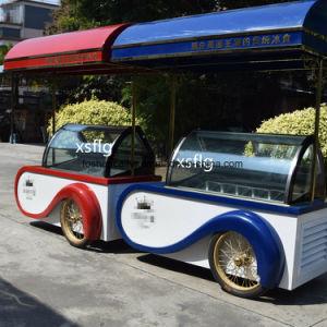 車輪が付いているアイスクリームバスかGelatoのカート