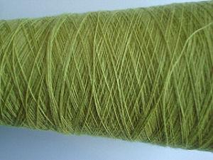 純粋なカシミヤ織のファイバーによって染められる回されたヤーン