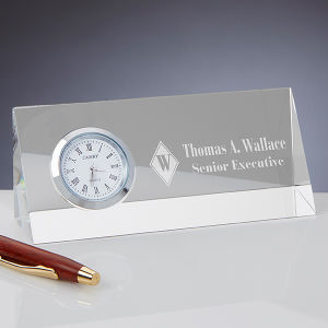 Conseil d'Logo personnalisé gravure personnalisée Bureau K9 Triangle de cristal de verre côté prix de l'horloge de l'artisanat Don d'entreprise d'affaires pour les accessoires de bureau (#17448)