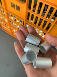 Capuchon en aluminium argent mat pour l'Aromathérapie rouleau sur le flacon en verre