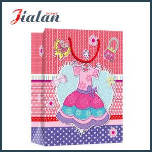 Gli indumenti poco costosi che impaccano per i vestiti personalizzano il sacchetto di acquisto di carta impermeabile