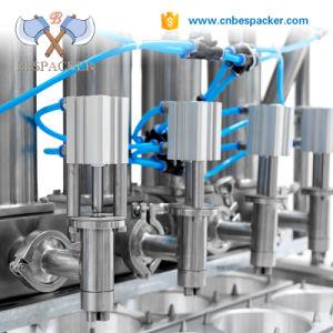 O sumo de frutos do tipo linear o abastecimento de água da máquina de embalagem