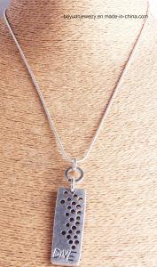 De gepersonaliseerde Hand Gestempelde Halsband van de Staaf, de Unieke Anti Zilveren Halsband van de Tegenhanger van de Verklaring, duikt