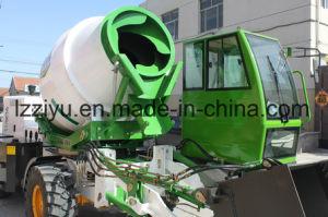 De zelf Vrachtwagen van de Concrete Mixer van de Lading en het Voeden